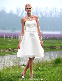 A-line Strapless Knee-length Lace Wedding Dress - USD $ 99.99