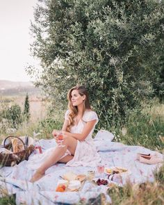 Gorgeous french picnic picnic outfits, gal meets glam, picnic date, summer