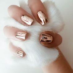 Chrome Nails - In 2016 coffin nails were all the rage among beauty junkies, thanks to their stiletto-like shape and square tips. In 2017 a new, much shinierlook is taking over. Prepare to see chrome lacqueron all of your friends and across social media feeds.
