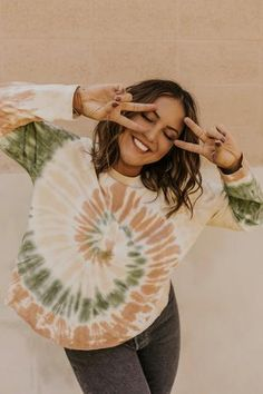New Women Clothes Styles & Outfits - New Clothes For Women   ROOLEE Tie Dye Outfits, Casual Outfits, Fall Outfits, Diy Tie Dye Dress, Casual Dresses, Tomboy Outfits, Camisa Tie Dye, Diy Tie Dye Shirts, Tie Dye Jeans