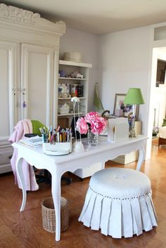 Adorable office space!