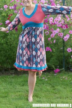 * Celle qui se languissait d'être présentée * Petite robe Caya du magazine Ottobre 5/2013 dans un jersey Lillestoff Leaves