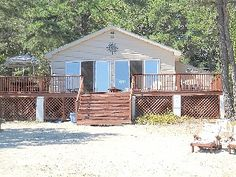 Lakefront Cottage with Large Sandy Beach