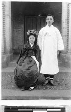 Bride and groom, Gishu, Korea, ca. Korean Photo, Korean Art, Korean Image, Korean Traditional Clothes, Traditional Outfits, Old Photos, Vintage Photos, Old Pictures, South Korean Women