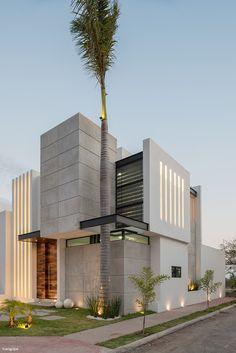 Casa Kenia / Espacio Emergente - ArquitectosMX.com Modern House Facades, Modern Architecture House, Facade Architecture, Modern Villa Design, Modern Exterior House Designs, Exterior Design, House Front Design, Bungalow House Design, Facade Design