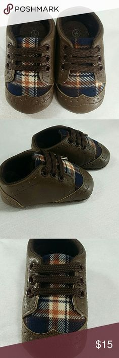 """Brown checkers soft bottom infant shoes. kids Adorable soft bottom infant shoes.  With shoe lace.  Measuring 4.5 """" , length : 4.5 """",  fits 9 - 12M. Shoes Baby & Walker"""