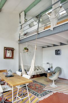 35 Wonderful Small Loft Ideas May Help You loft, apartment deign, small loft ideas Vintage Apartment, Apartment Interior, Deco Boheme Chic, Interior Architecture, Interior Design, Small Loft, Small Apartment Decorating, Home Living, Living Rooms