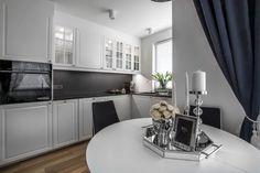 Styl nowojorski z nutką glamour w nowoczesnych wnętrzach | IH - Internity Home Flat Screen, Kitchen, Table, Furniture, Design, Home Decor, Grenada, Glamour, Granada