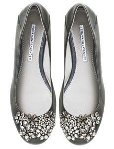 Vera Wang jeweled flats---looks like my wedding shoes! Cute Shoes, Me Too Shoes, Cute Flats, Pretty Shoes, Vera Wang, Mocassins, Clutch, Crazy Shoes, Beautiful Shoes