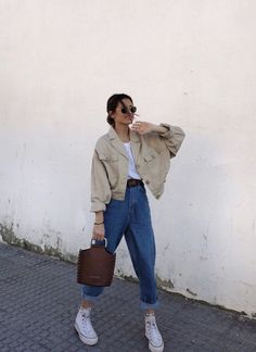 Outfit Main Inspo Page ⋆ Best Frugal Deal & Steals on – Woman's Fashion Inspo Retro Outfits, Mode Outfits, Cute Casual Outfits, Winter Outfits, Vintage Outfits, Summer Outfits, Casual Chic, Sneakers Fashion Outfits, Outfits With Converse