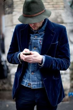 From the Sartorialist: Love the hat and the velvet blazer with denim jacket underneath. Great look. The Sartorialist, Street Style Vintage, Look Street Style, Fashion Moda, Denim Fashion, Street Fashion, Looks Cool, Men Looks, Looks Jeans