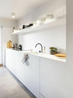 60 Amazing Tiny House Kitchen Design Ideas - Page 58 of 64 Interior Design Kitchen, White Kitchen Design, Tiny House Kitchen, White Modern Kitchen, Home Kitchens, Tiny Kitchen Design, Minimalist Kitchen, Black Kitchens, Wood Floor Kitchen