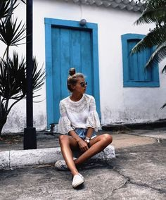Debi flue is chilling on the street with her kapten (Top Fashion Summer) - *Outfits* - Summer Photography, Photography Poses, Top Fashion, Holiday Fashion, Girl Fashion, Travel Fashion, Travel Style, Mode Boho, Insta Photo Ideas