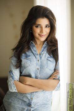 Aathmika is an Tamil actress, debuted with movie Meesaya Murukku pairing with Hip Hop Tamizha Aadhi. Beautiful Girl Indian, Beautiful Indian Actress, Beautiful Actresses, Beautiful Women, Gorgeous Girl, New Hd Pic, Tamil Actress Photos, Hd Picture, South Indian Actress