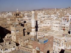 https://flic.kr/p/4u1pr4 | Rooftops of Old Sana'a | There are a still a few traditional hotels housed in the typical mud buildings of the UNESCO listed Old Town of Sana'a (Al-madina al-qadima). They offer limited comfort and amenities, but this is more than compensated by the charm and, in the case of the Taj Talha Hotel, by the dreamy 360º views of the city that can be had from its rooftop terrace.