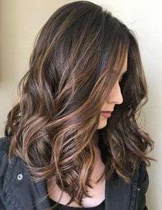 Sprinkled Chocolate and Caramel Balayage Highlights Curly Hair, Hair Color Balayage, Ombre Hair, Medium Hair Cuts, Medium Hair Styles, Curly Hair Styles, Caramel Balayage, Caramel Hair, Fancy Hairstyles