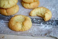 BISCOTTI AL COCCO Questi Biscotti al Cocco sono Facilissimi e Veloci da Realizzare, con pochi ingredienti e con pochi strumenti, Leggerissimi e Gustosi so