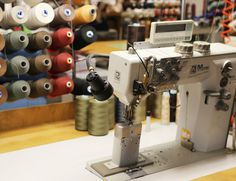 TEHDÄÄN HYVIN | HANDMADE QUALITY Työvaihe: Ompelu | Craft: Sewing Tuotantolinja: Sohvat | Production line: Sofas  #pohjanmaan #pohjanmaankaluste #käsintehty
