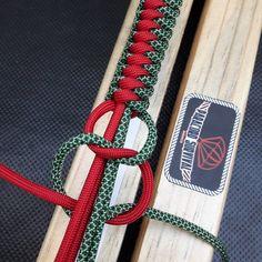 "How to Make a Sliding ""Hex Nut"" Cobra Knot Paracord Survival Bracelet-Suggested Design by CBYS Paracord Tutorial, Bracelet Tutorial, Paracord Ideas, Paracord Bracelet Designs, Bracelet Crafts, Paracord Bracelets, Survival Bracelets, Hemp Bracelets, Paracord Braids"