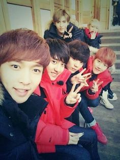 EXO members take a selca on set for 'EXO's Showtime' | http://www.allkpop.com/article/2014/01/exo-members-take-a-selca-on-set-for-exos-showtime