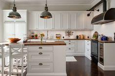 Zdjęcie: Srebrne łezki uchwyty w białej kuchni