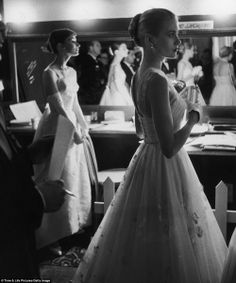 Audrey-Hepburn-and-Grace-Kelly-wait-with-apparent-nerves-backstage-to-present-an-award