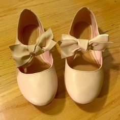 Blush Pink Ballerina Flats Super cute blush/light pink ballerina inspired flats. Mary-Jane style with bow. Sold and bought from SHOEDAZZLE in size 6 (womens). Only been worn once. Ordered them and now they no longer match with most of my wardrobe. Feel free to ask further questions. Shoe Dazzle Shoes Flats & Loafers