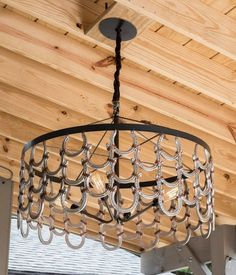 Equestrian Home R Mended Metals horseshoe chandelier Tips On Bubble-Proofing Your Home What can you Horseshoe Projects, Horseshoe Crafts, Horseshoe Art, Horseshoe Decorations, Welding Art Projects, Metal Projects, Diy Projects, Blacksmith Projects, Project Ideas