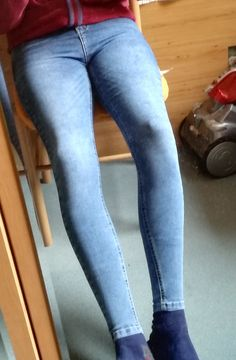 Tight Jeans Men, Superenge Jeans, Blue Jeans, Male Clothing, Mens Clothing Styles, Skinny Guys, Super Skinny Jeans, Mens Tights, How To Look Skinnier