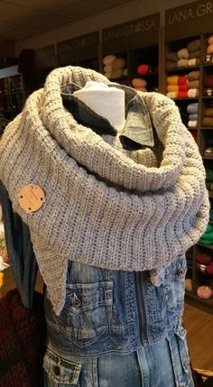 Crochet Shawls And Wraps, Crochet Scarves, Crochet Clothes, Crochet Hats, Tunisian Crochet, Diy Crochet, Loom Knitting, Hand Knitting, Crochet Triangle