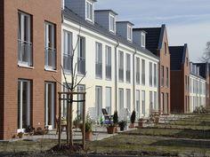 Z koňskej stajne rezidentné bývanie. Pozrite sa, ako dopadla rekonštrukcia v Postdame. #rodinnydom #stavba #svojpomocne #stavebnymaterial #ytong #zdravebyvanie #vysnivanydom #modernydom #staviamedom #byvanie #rodinnebyvanie #modernydomov #architektura #zateplenie #vnutornezateplenie #rekonstrukcia Multi Story Building
