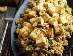 Quinoa and Tofu Satay - healthy favorites in a gingery, garlicy, spicy peanut butter sauce. Tofu Recipes, Healthy Recipes, Healthy Snacks, Healthy Eating, Peanut Butter Sauce, Tofu Dishes, Eat Happy, Vegan Vegetarian, Vegan Meals