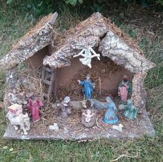 Vintage Rustic Nativity Stable with Figures by FrenchPastTimes