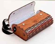 19022cb12 Crossbody frizione e borsa in legno di alacatitezgahlari su Etsy Design De  Produto, Estojos,