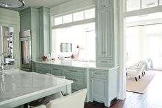 While pinning recently I stumbled across some beautiful kitchens designed by Erika Powell of Urban Grace Interiors. I was curious to see more so I explored her amazing portfolio and fell in love. Her design firm is based in Santa Rosa Beach Florida, which is home to white sand beaches and stunning beach homes. You can tell inspiration has come from her surroundings from the beauty of her fresh, coastal designs.