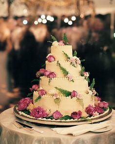 Pistachio-and-vanilla sponge cake