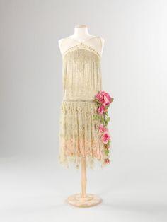Vintage dress 1920 #twenties #ArtDeco- this could be a cute bridesmaid dress