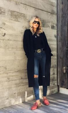 Rosie Huntington-Whiteley wearing Gucci Leather Belt, Saint Laurent D-Frame Acetate Sunglasses and Gucci Princetown Leather Slipper Cold Outfits, Winter Outfits 2017, Holiday Outfits, Casual Outfits, Rosie Huntington Whiteley, Star Fashion, Look Fashion, Fashion Outfits, Net Fashion
