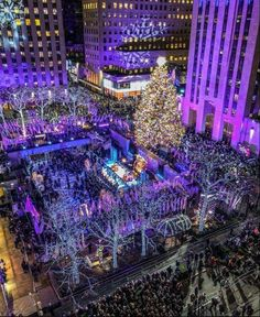Rockefeller Center, NYC 📷 coreyhnyc - New York City Feelings Rockefeller Center, New York Noel, New York Weihnachten, New York City Christmas, Ville New York, Destinations, New York Photos, Beaux Villages, Upstate New York