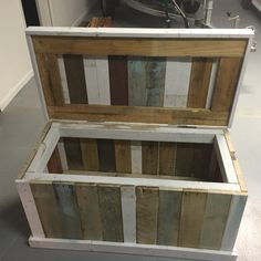DIY Pallet & recycled timber blanket box