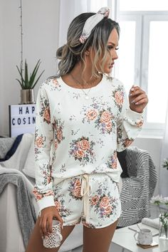 Long Sleeve And Shorts, Long Sleeve Tops, Beautiful Outfits, Cute Outfits, Pijamas Women, Floral Two Piece, Womens Pyjama Sets, Loungewear Set, Printed Sweatshirts