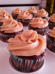 Cupcakes bananes ganache au chocolat glacage au beurre de peanuts