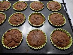A receptet itt találtam , amikor valami nagyon csokis muffinra kerestem rá a neten. Hozzávalók: 10 dkg tejcsoki, 20 dkg étcsoki, 10 dkg ... Muffin, Breakfast, Food, Morning Coffee, Essen, Muffins, Meals, Cupcakes, Yemek