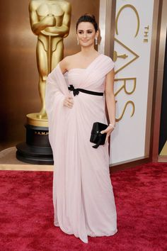 Penélope Cruz ... I can't believe this is the same woman who wowed the Oscar crowd in 2007 with that amazing blush Versace gown. This dress looks like a cheap dress you find at a Mexican flea market that you wear at your best friend's Quinceañera. It's awful.