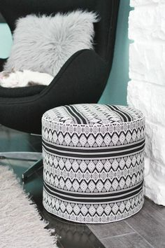Poufs!! DIY Projects • Learn how to make Poufs! • Ideas and Tutorials! Including, from 'a beautiful mess', this gorgeous DIY drum floor pouf!
