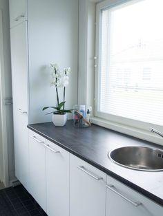 Kitchen Cabinets, Koti, Home Decor, Decoration Home, Room Decor, Cabinets, Home Interior Design, Dressers, Home Decoration