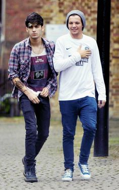 zayn and louis <3 <3 <3 I love Louis in a long sleve and Zayn looks beautiful as usual.