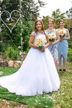 Love Our Customer Aya's Wedding Color and Her Dazzling Look In This Wedding Dress. And Her Girls Also Looked Amazing! #weddingpics #weddingdresses #bridaldresses #customdresses #cocomelody #h1ii0017