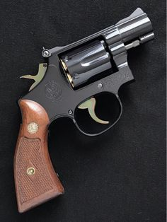 Smith And Wesson Revolvers, Smith N Wesson, Detective Movies, Colt Python, Revolver Pistol, Photography Cheat Sheets, Concealed Carry, Shotgun, Will Smith