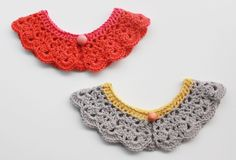 Lutter Idyl: Hæklet Peter Pan Krave x Mah time to learn crochet? Diy Crochet And Knitting, Love Crochet, Crochet Gifts, Crochet For Kids, Learn Crochet, Crochet Collar Pattern, Crochet Lace Collar, Crochet Patterns, Peter Pan